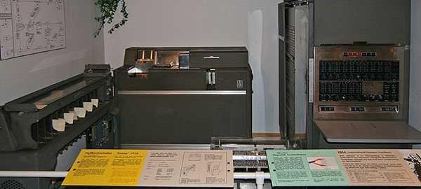 Türkiye' nin İlk Bilgisayarı IBM 650